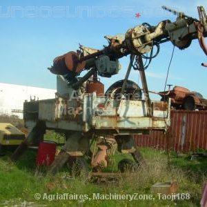 Máquina para abrir buracos para plantar árvores ou postes