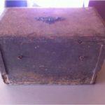 Baú ou caixa de madeira com mais de 150 anos