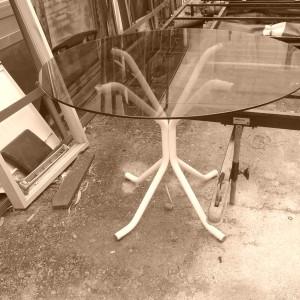Mesa vintage com tampo em vidro