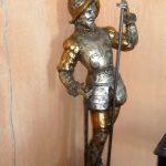 Estátua de D. Quixote em candeeiro estilo antigo muito decorativo